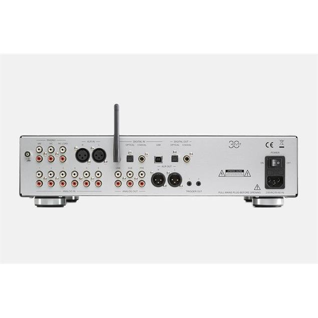 AVM V30 - preamplifier (with phono input MM & MC / 3 digital inputs / Bluetooth / white OLED display / incl. RC 3 remote control / silver)