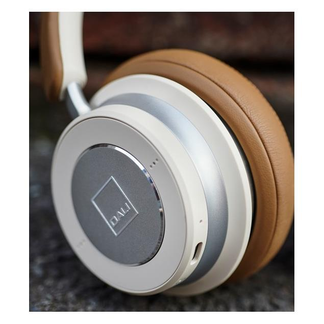 Dali IO-6 - premium Bluetooth headphones feat. noise-cancelling (with suppression / incl. various cables / incl. high quality travel case / white = Caramel White)